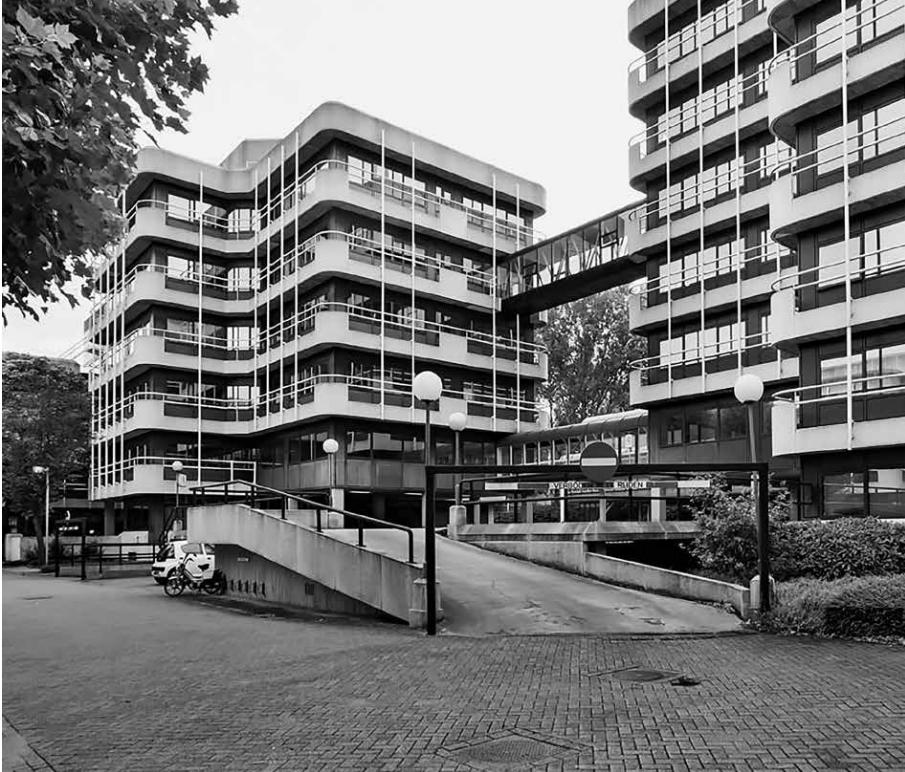 Zoetermeer: een aantal kantoorkolossen staat momenteel leeg. Kristalkantoren (Lucas & Niemeyer, 1976 / ZZDP Architecten 2006, foto: Dick Valentijn)